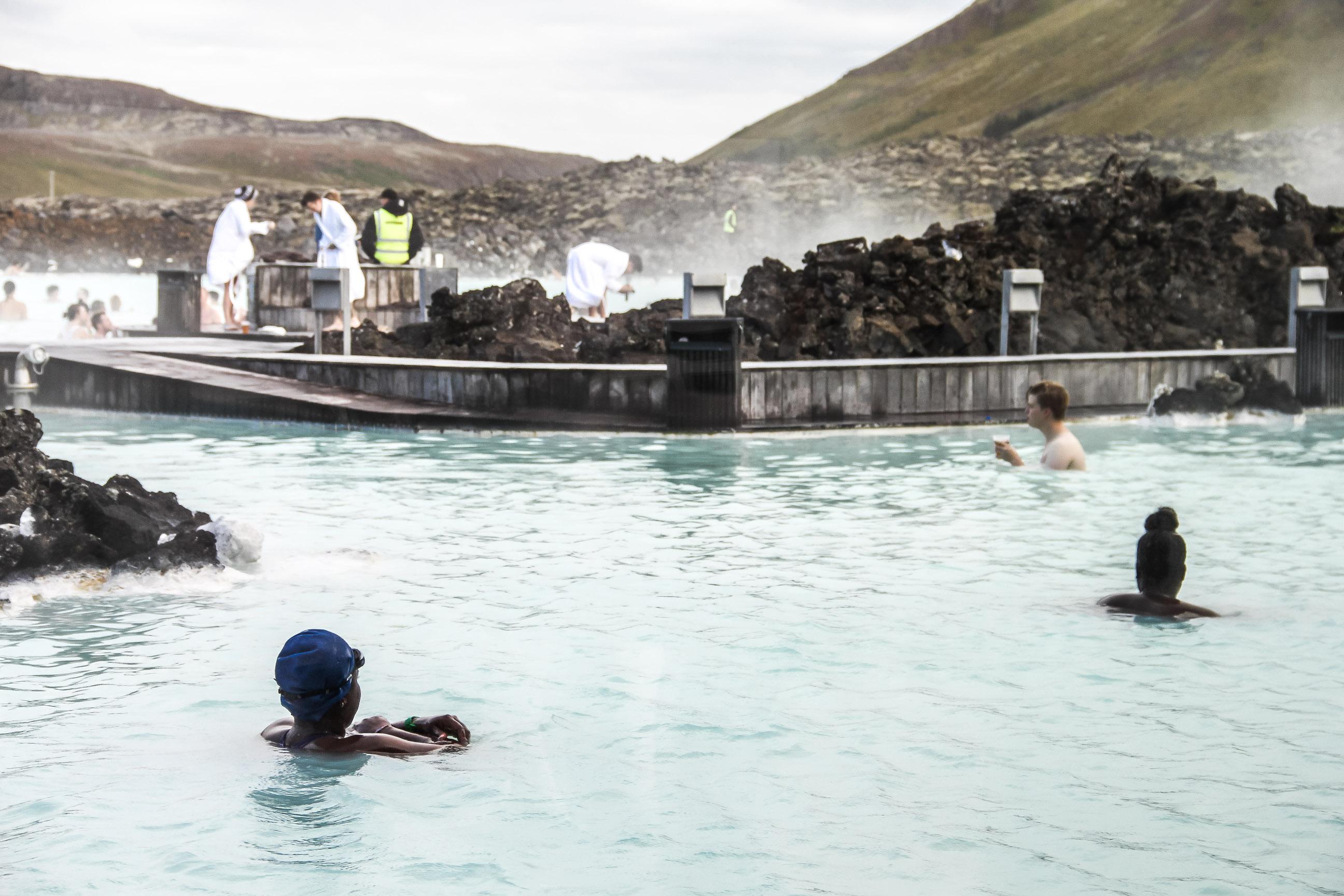 Baigneurs dans le Blue Lagoon
