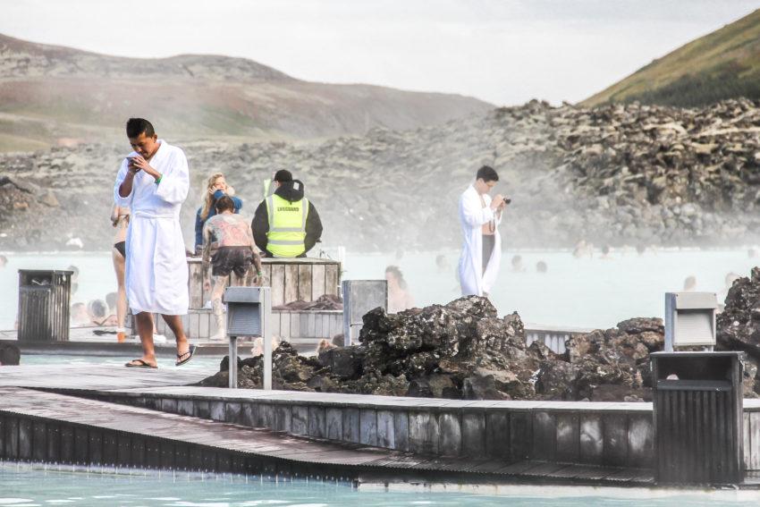 Touristes au Blue Lagoon