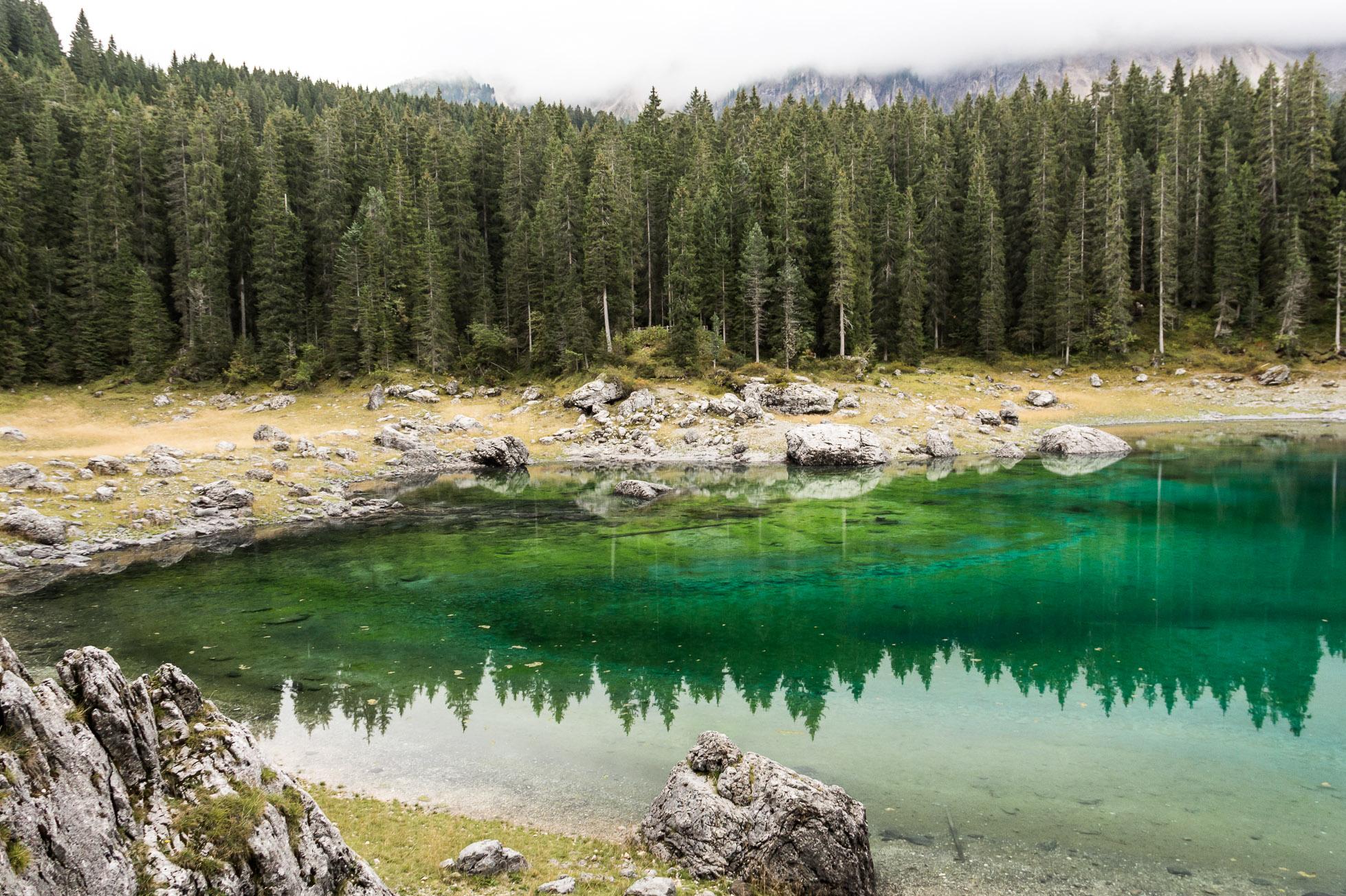 Le Lago di Carezza ou Karersee, dans le Dolomites