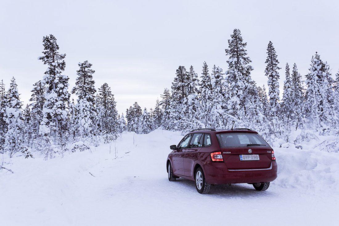 Louer une voiture en Laponie.
