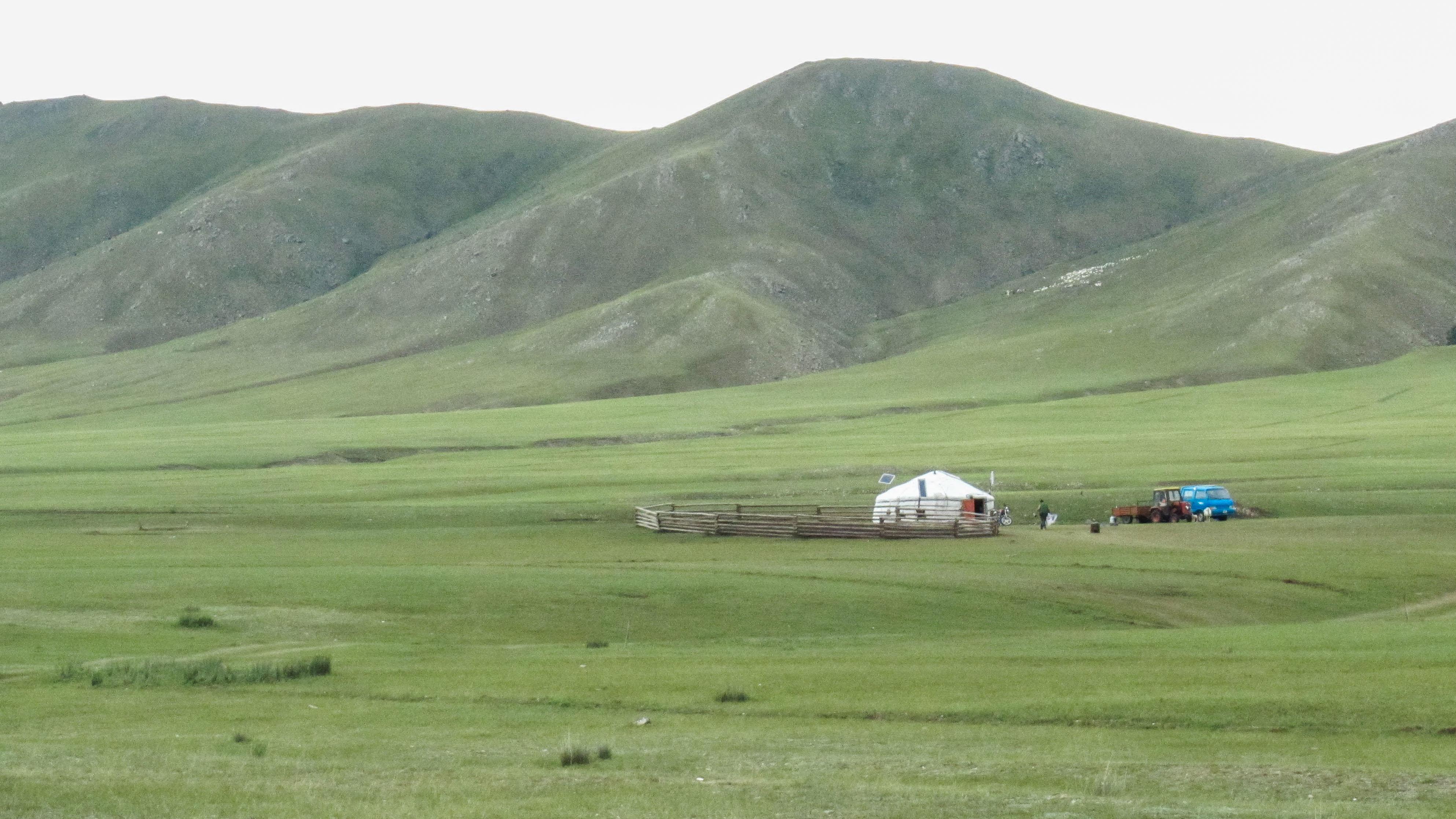 Yourte sur les plaines mongoles