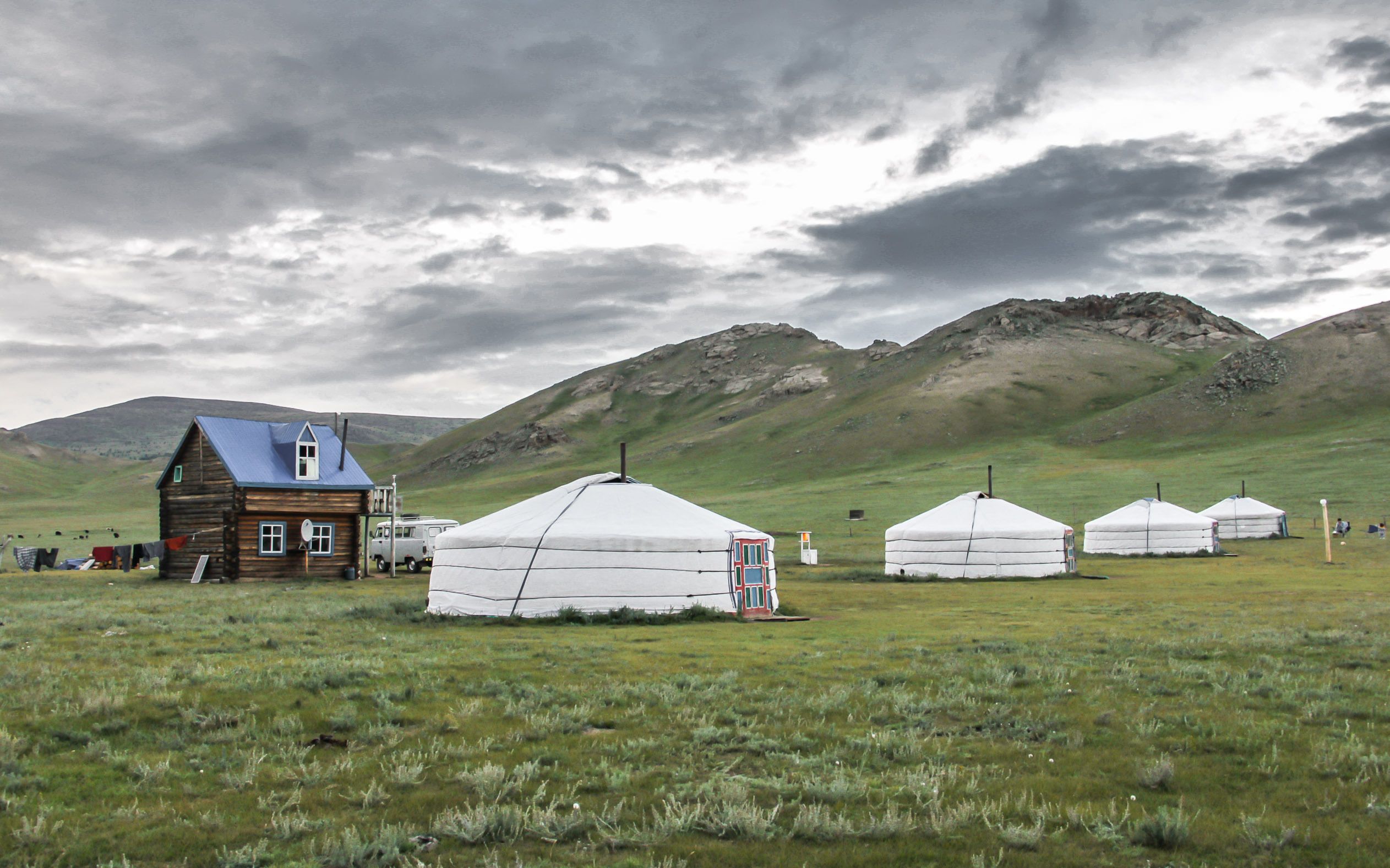 Yourtes sur le White Lake en Mongolie