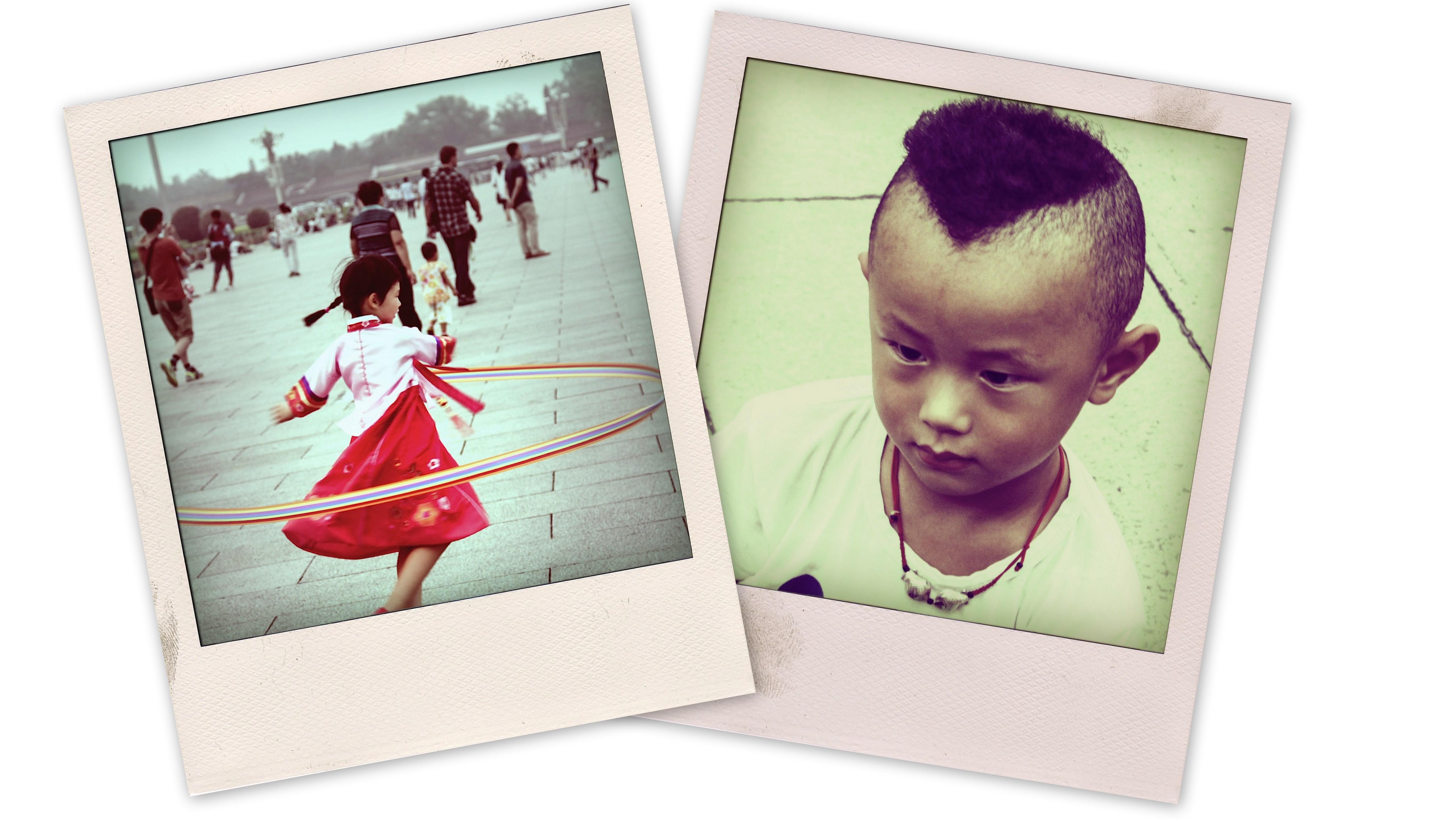 Des enfants jouent sur la Place Tian'anmen