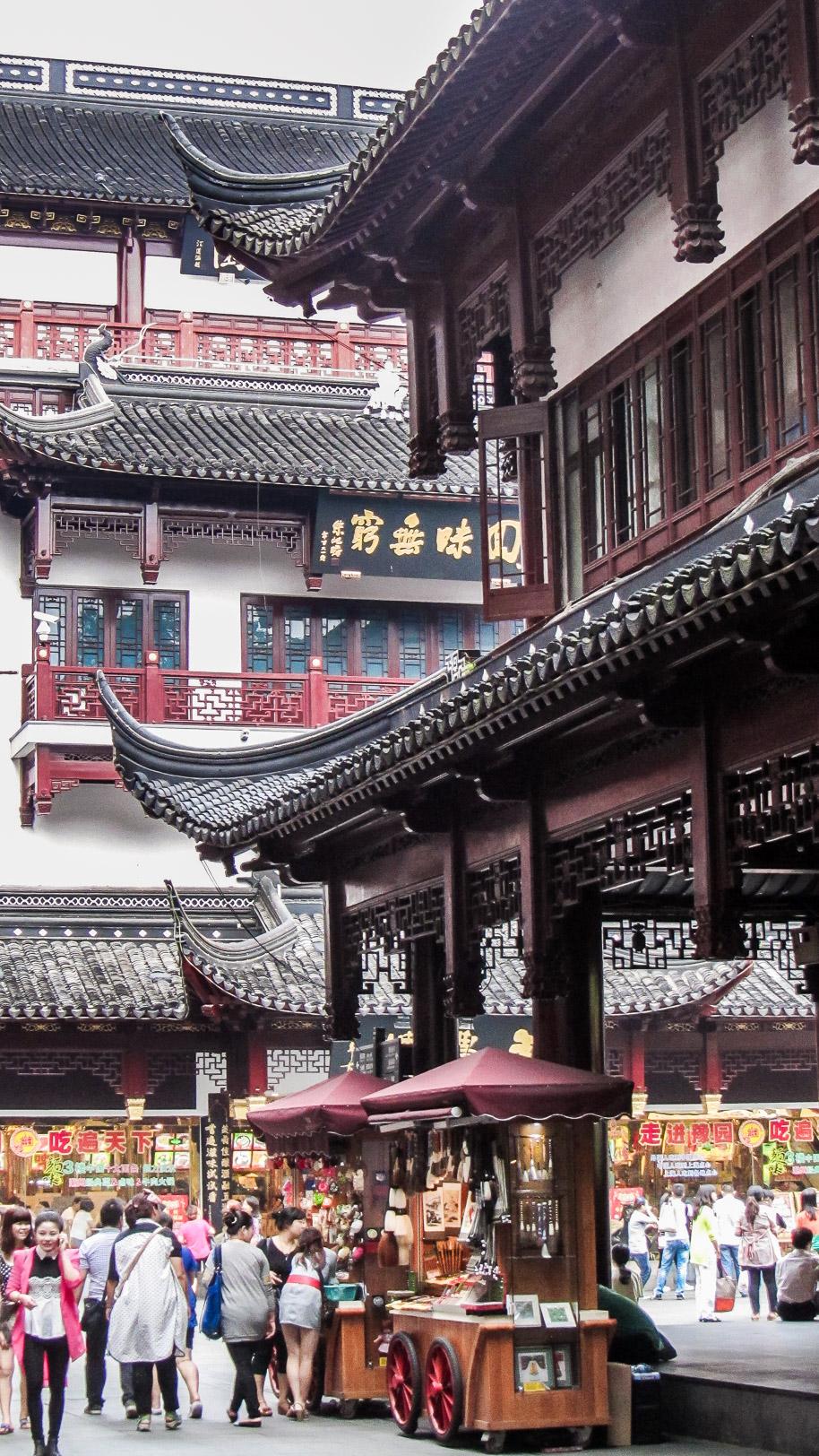 rue commerçante proche du jardin de yuyuan à Shanghai