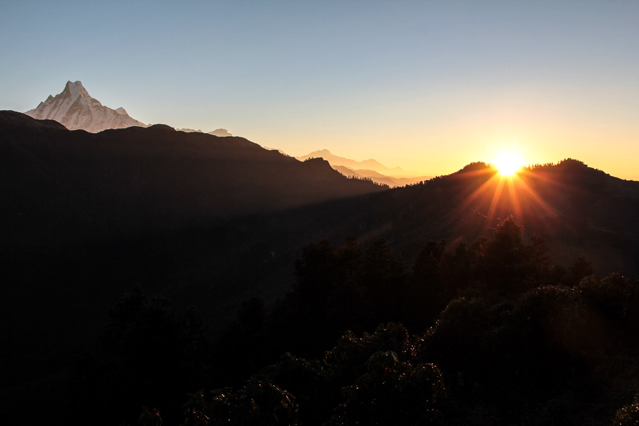 Lever du soleil sur l'Annapurna. Vue de Poon-Hill.