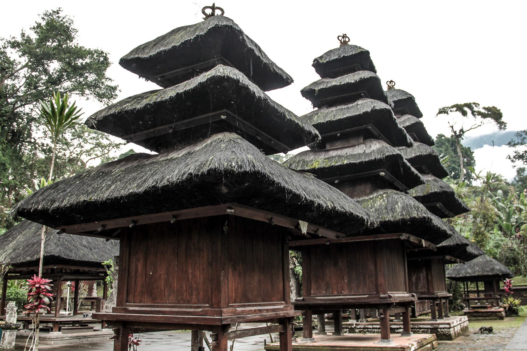 Pagodes au temple Luhur Batukaru à Bali