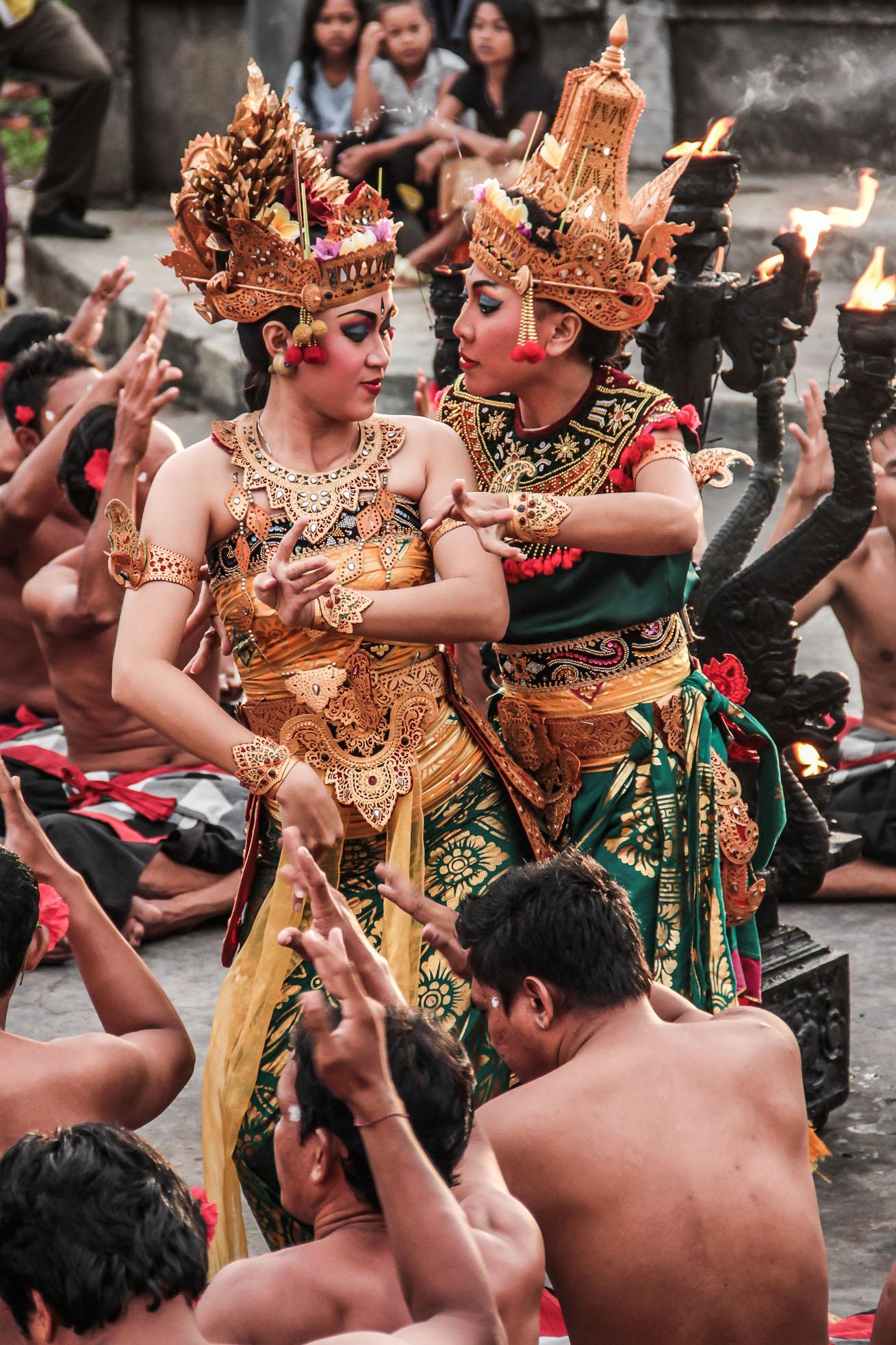 Danseuses de Kecak à Bali.