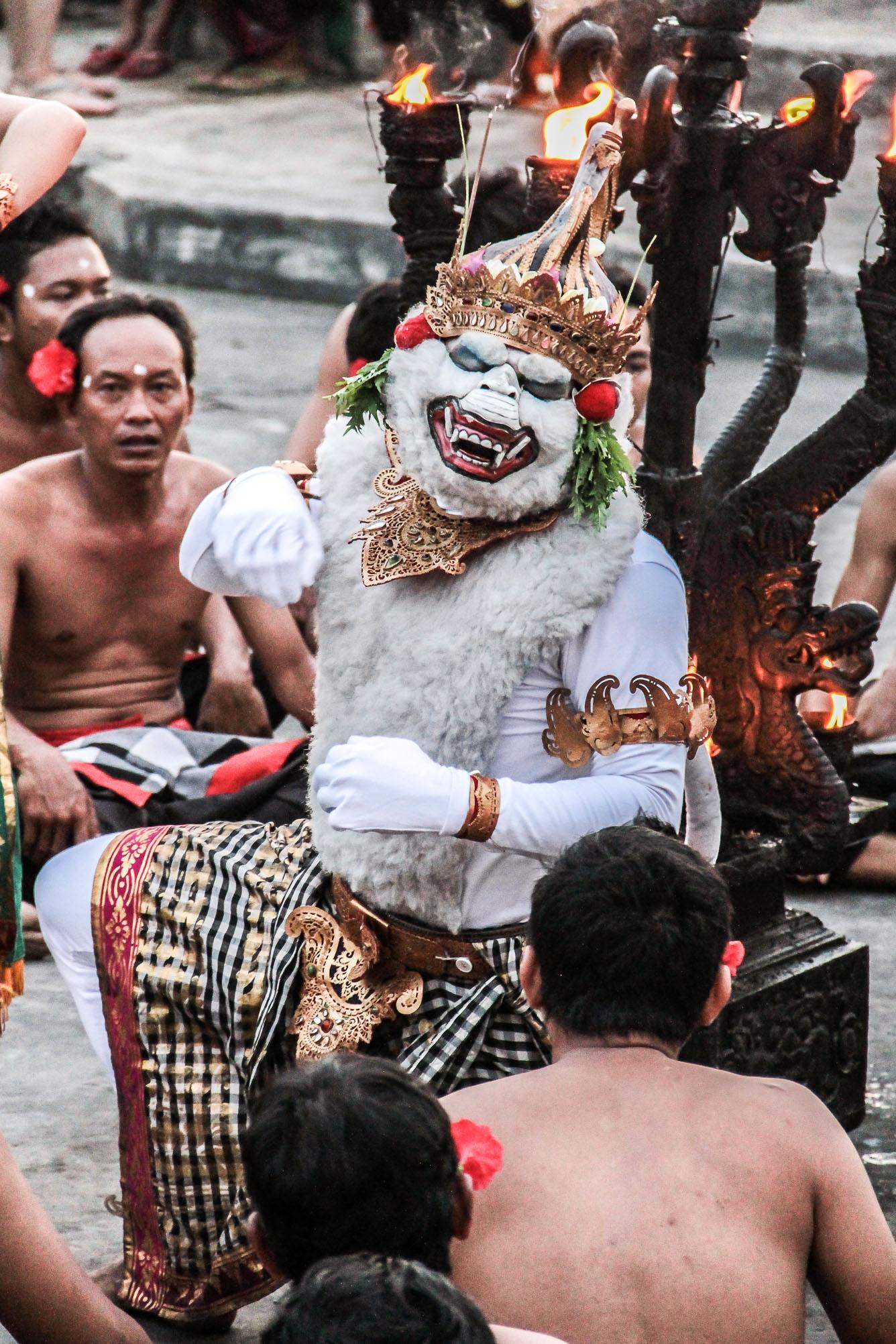 Danseur de Kecak à Bali.