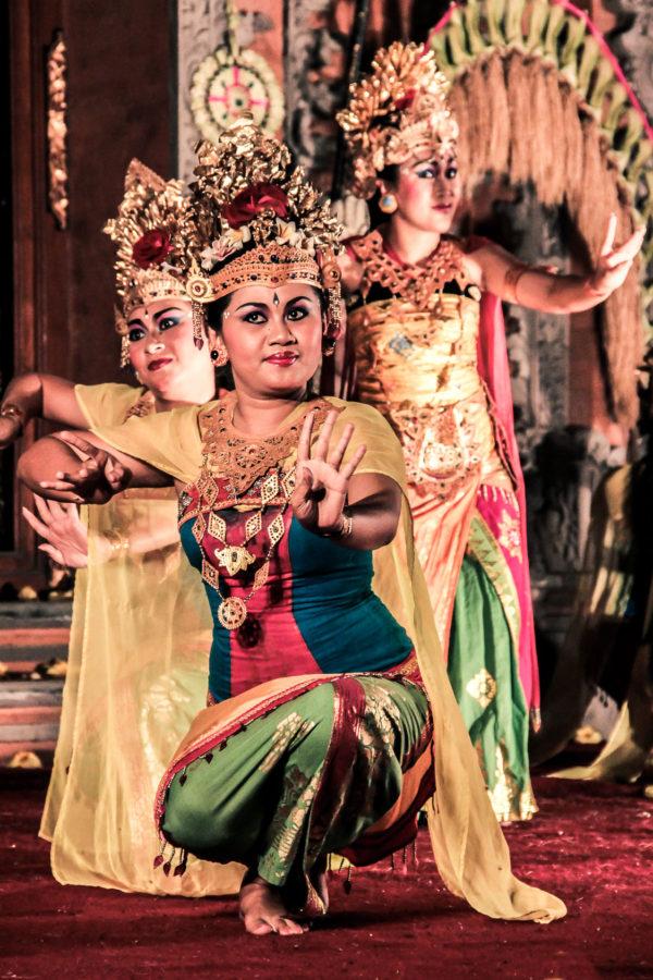 Danseuses de Legong danse balinaise, à Ubud