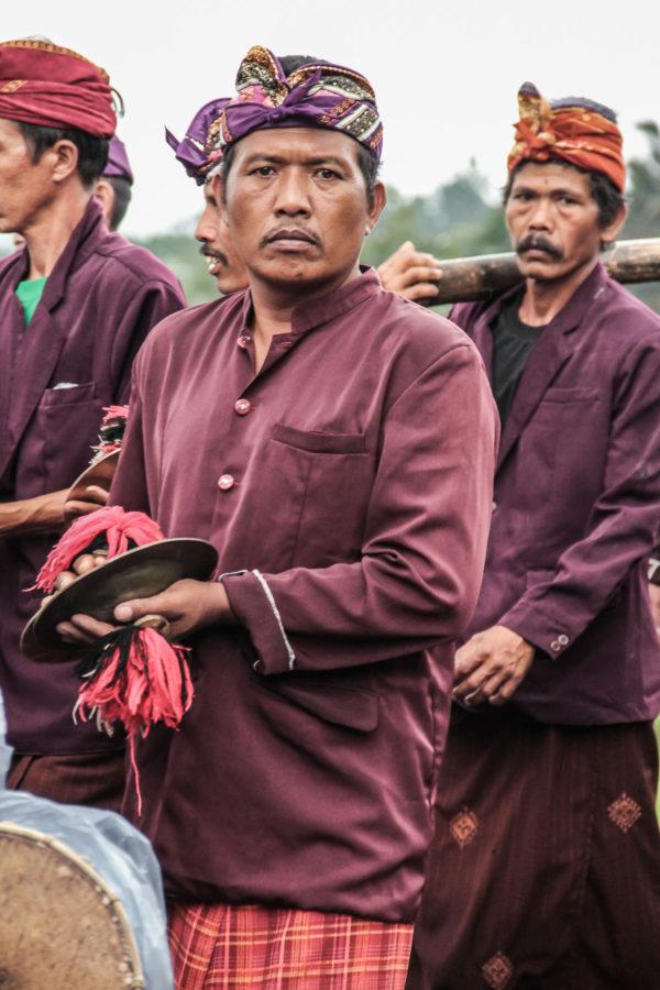 Homme balinais durant une cérémonie religieuse