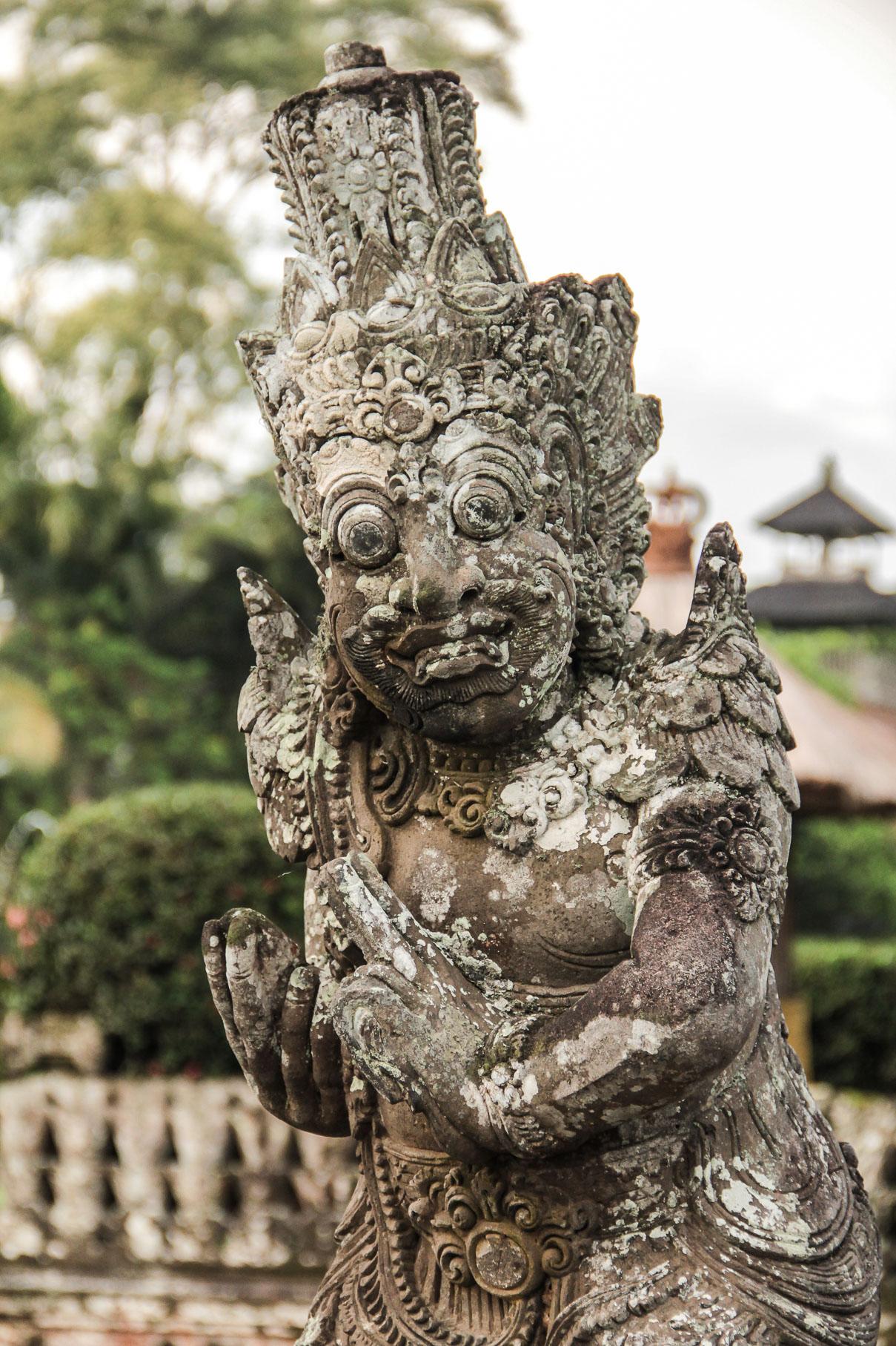 Statue au temple de Tanah Lot, Bali