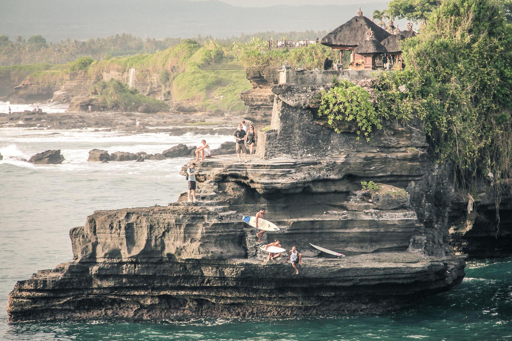 Surfer à Tanah Lot, bali