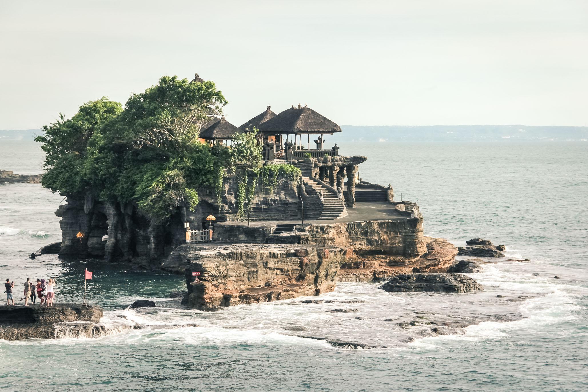 Temple de Tanah Lot en marrée haute, Bali