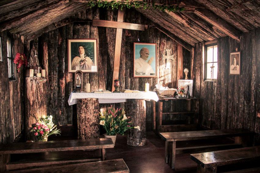 Intérieur de la chapelle de l'île Horn