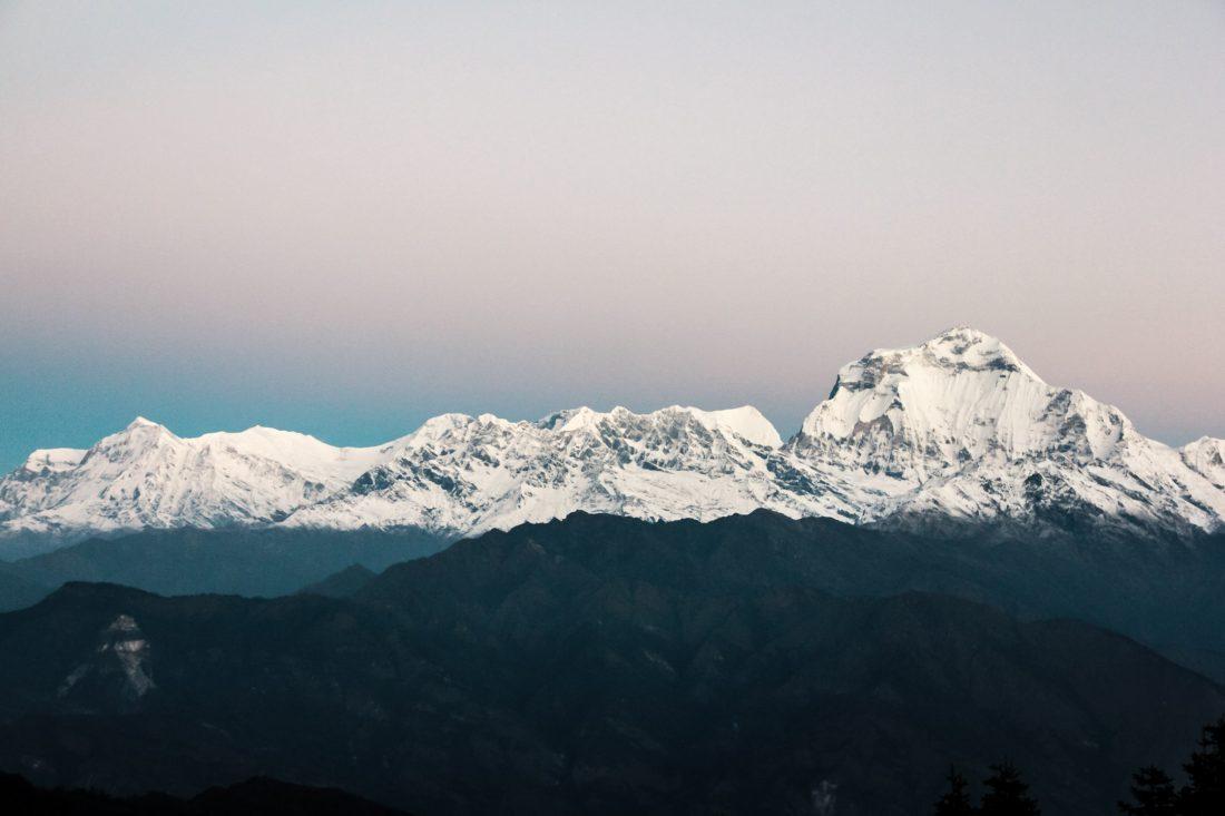 Lever du jour sur les sommets de l'Annapurna.