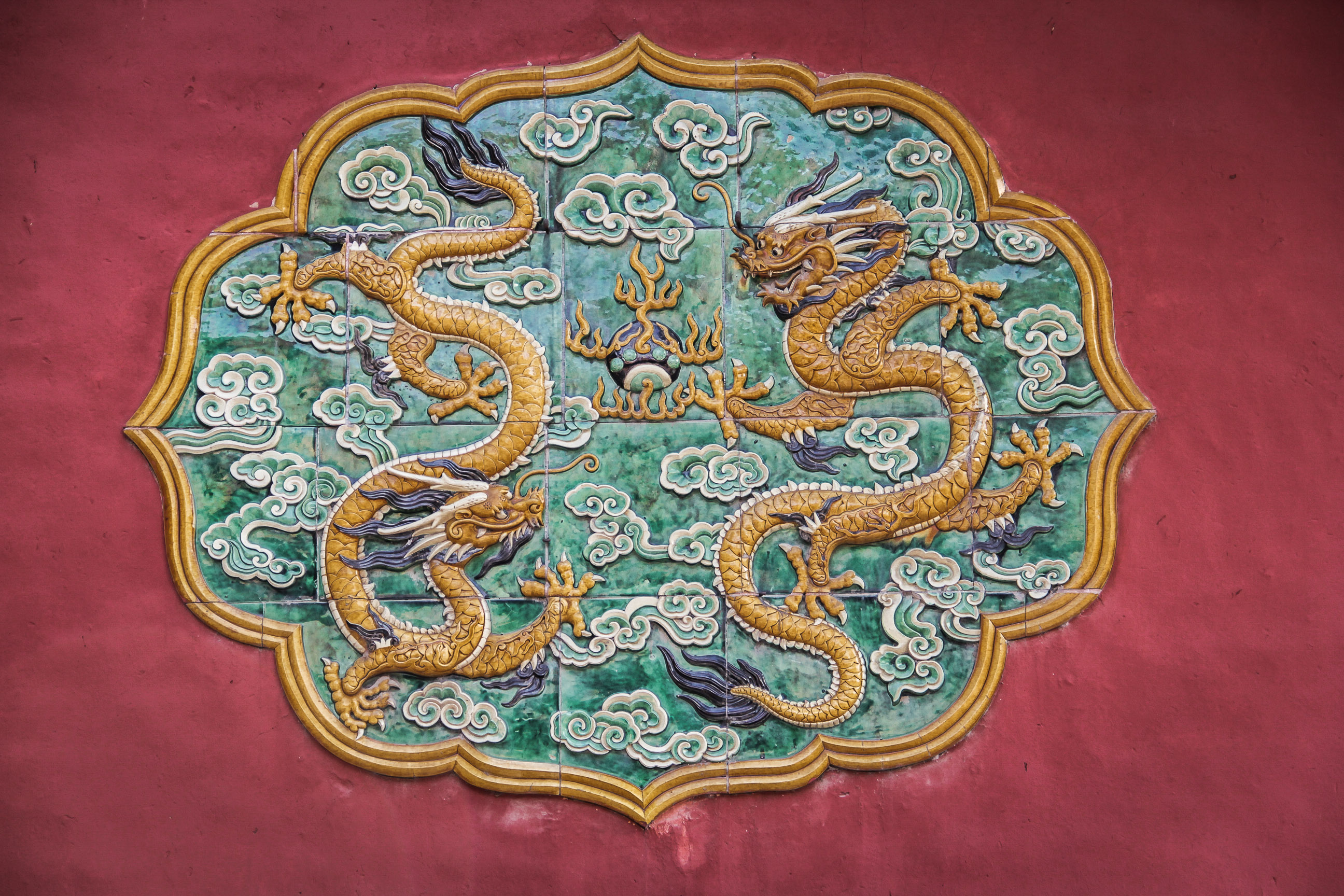 Détail en carrelage représentants deux dragons, à la Cité Interdite
