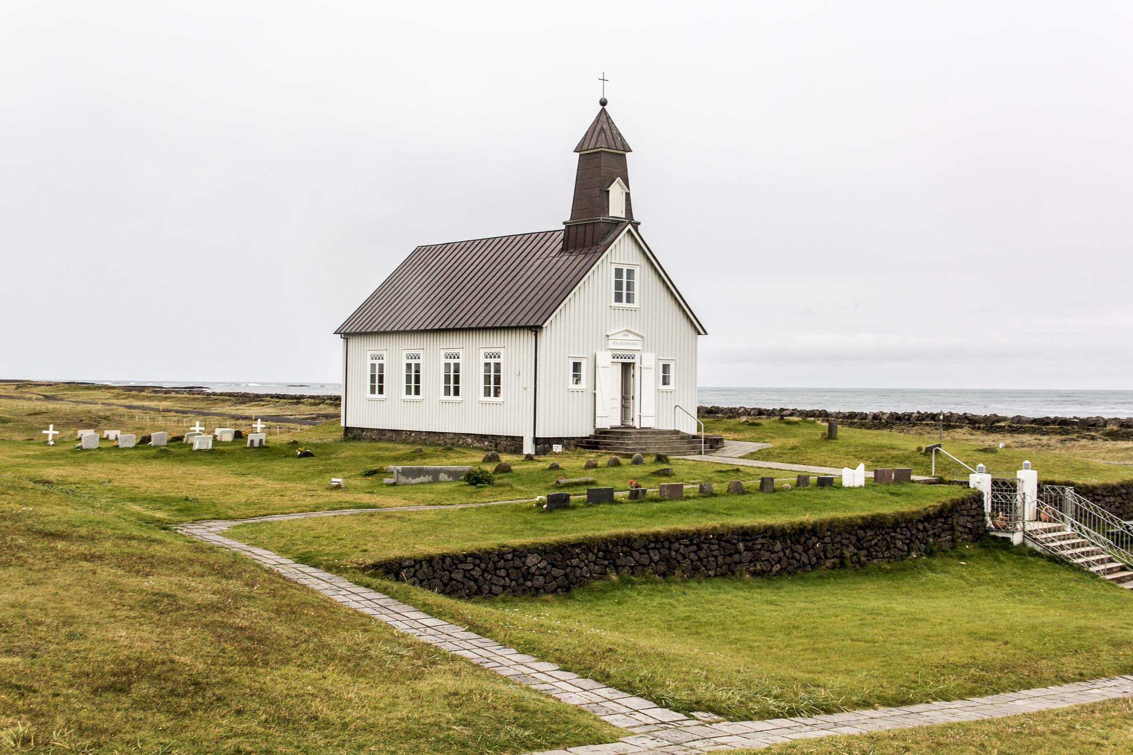 Eglise islandaise sur la côte sud