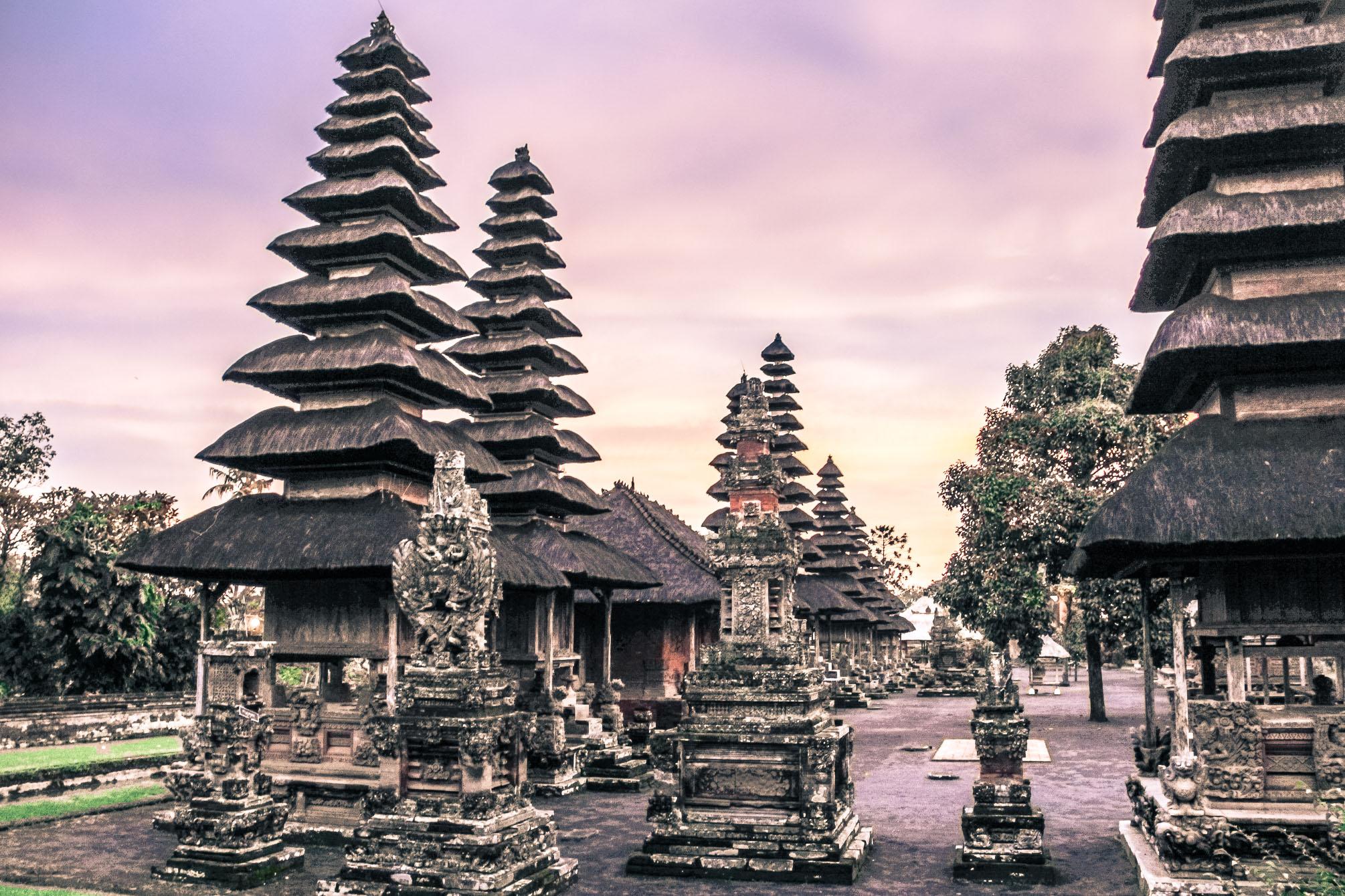 Le temple de Taman Ayun au coucher du soleil