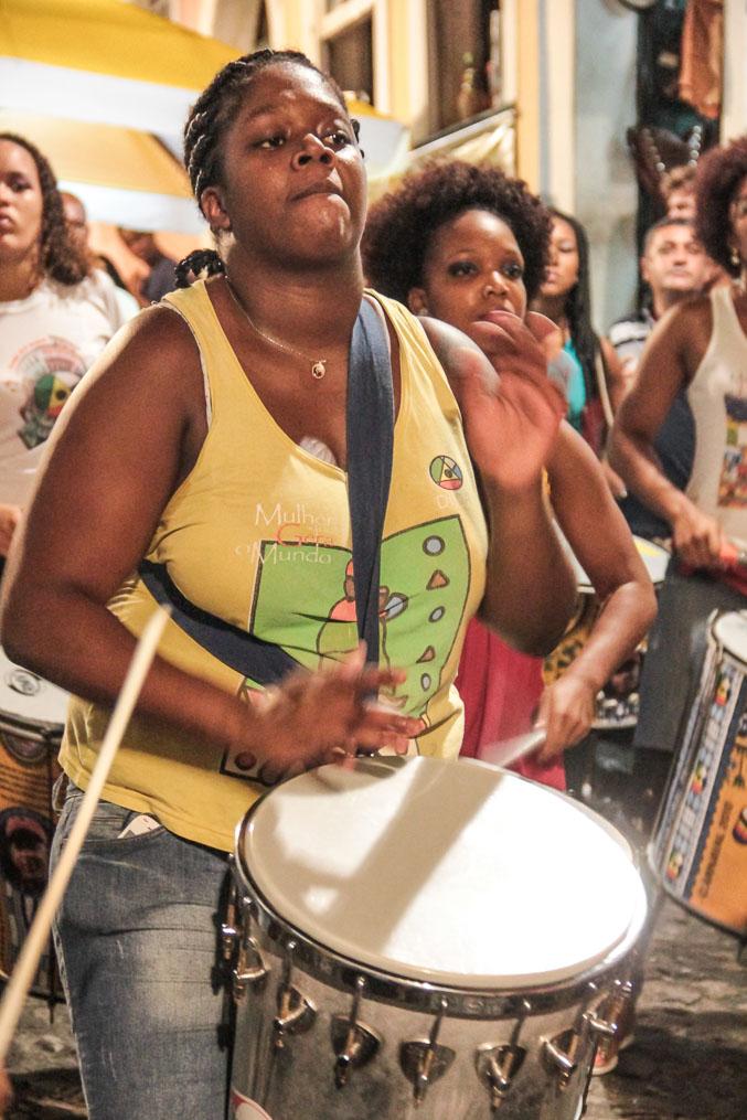 Joueuse de percussion à Salvador