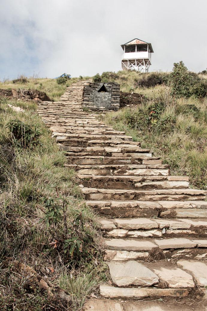 Le marches mènent au sommet de Poon-Hill