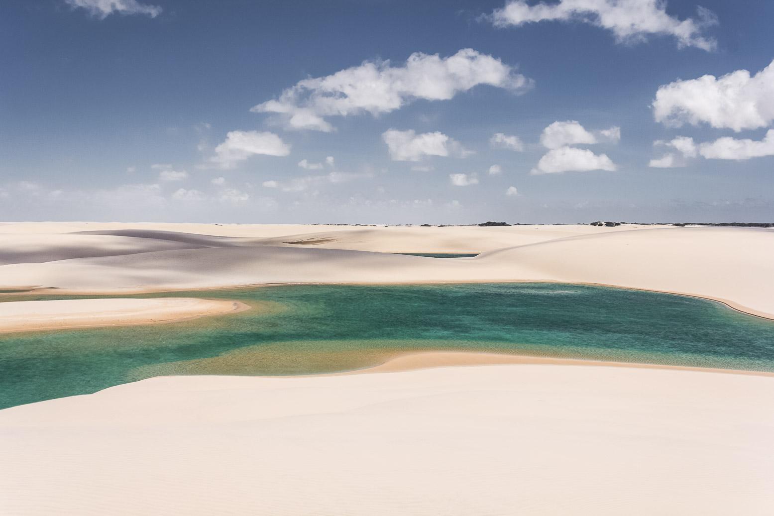Un lagon vert dans les dunes des Lençois Maranhenses - Route des Sensations