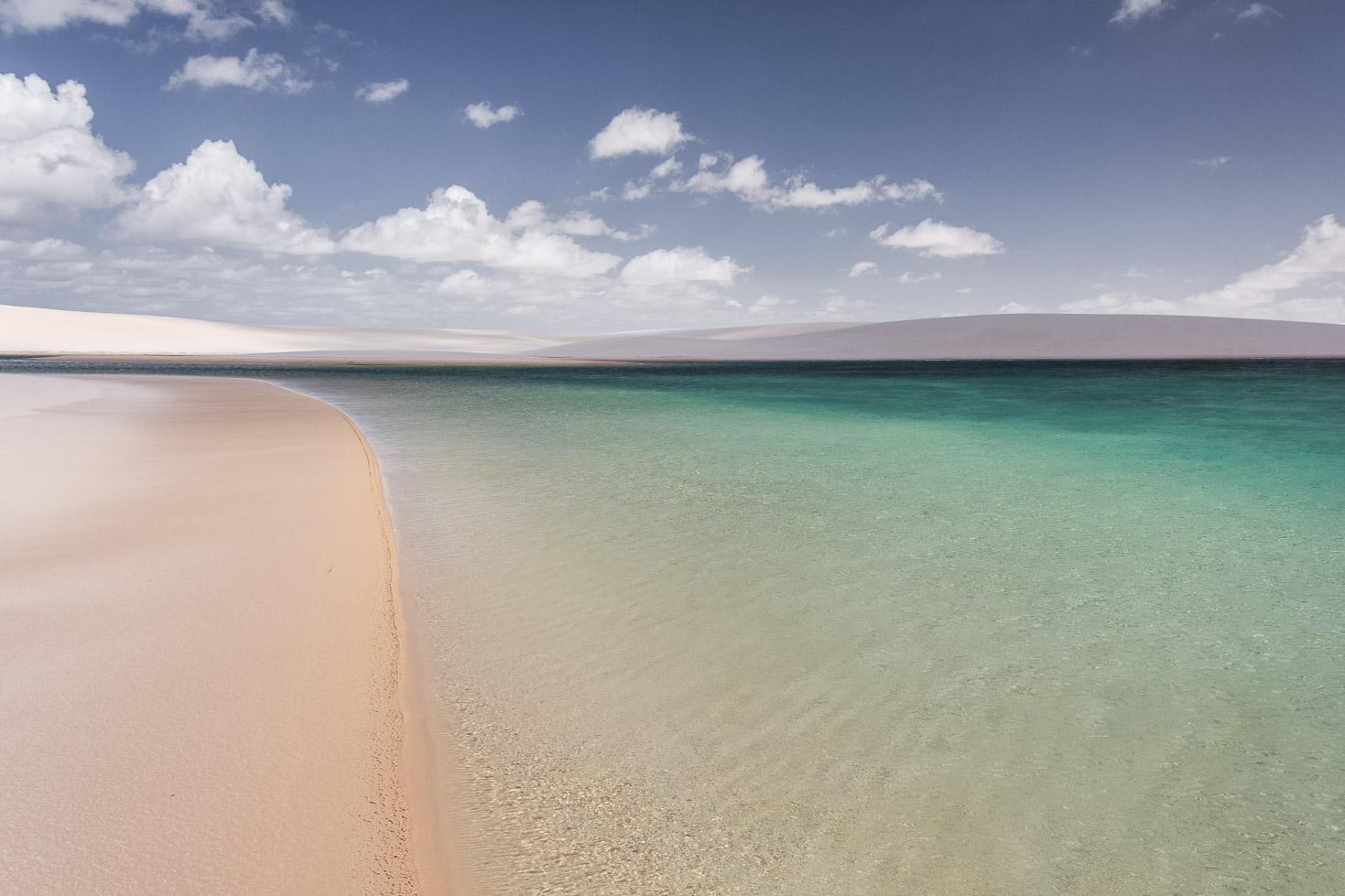 Les eaux cristallines d'une lagune dans les dunes des Lençois Maranhenses - Route des Sensations