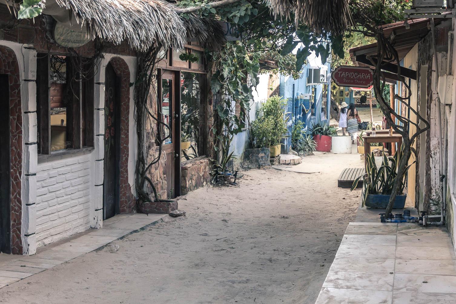 Une petite rue du village de Jericoacoara - Route des Sensations