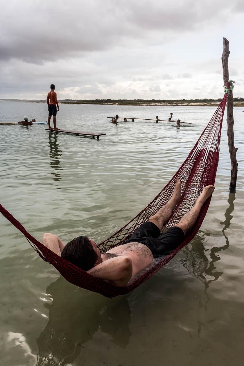 On passe du bon temps dans les hamacs de la laguna azul - Route des Sensations