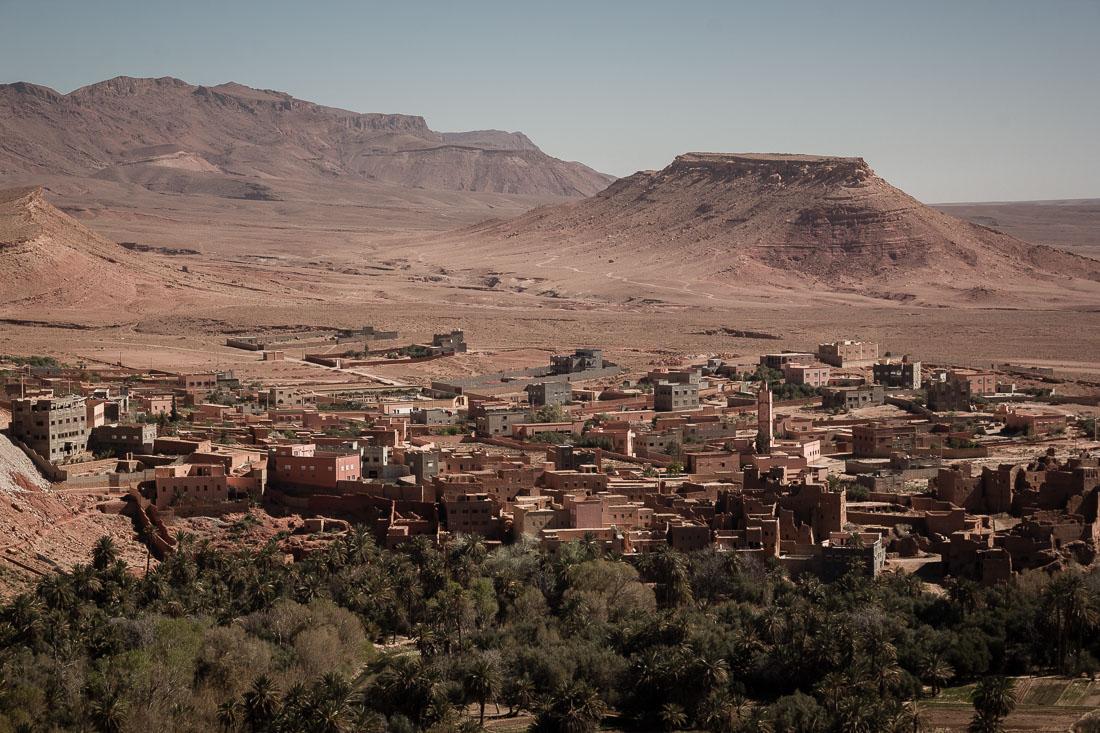 Un village dans le désert au Maroc.