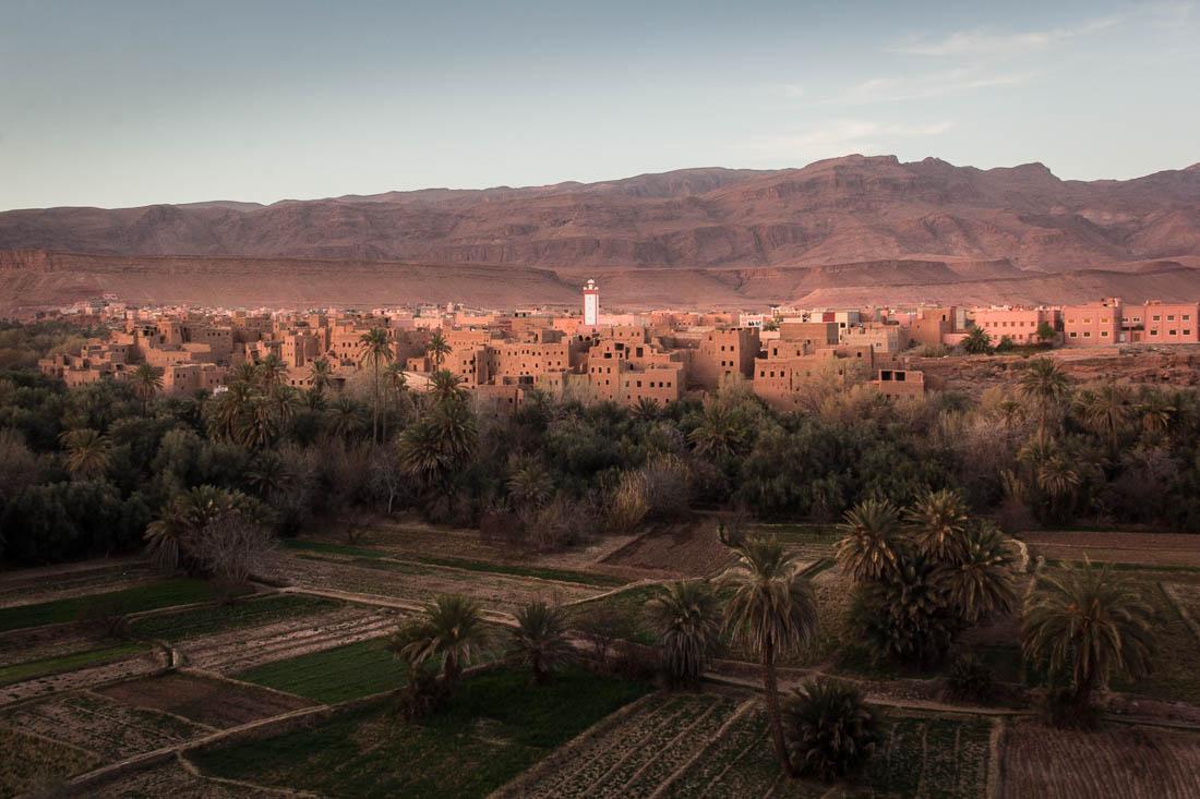 Coucher du soleil sur le village de Tinghir au Maroc.